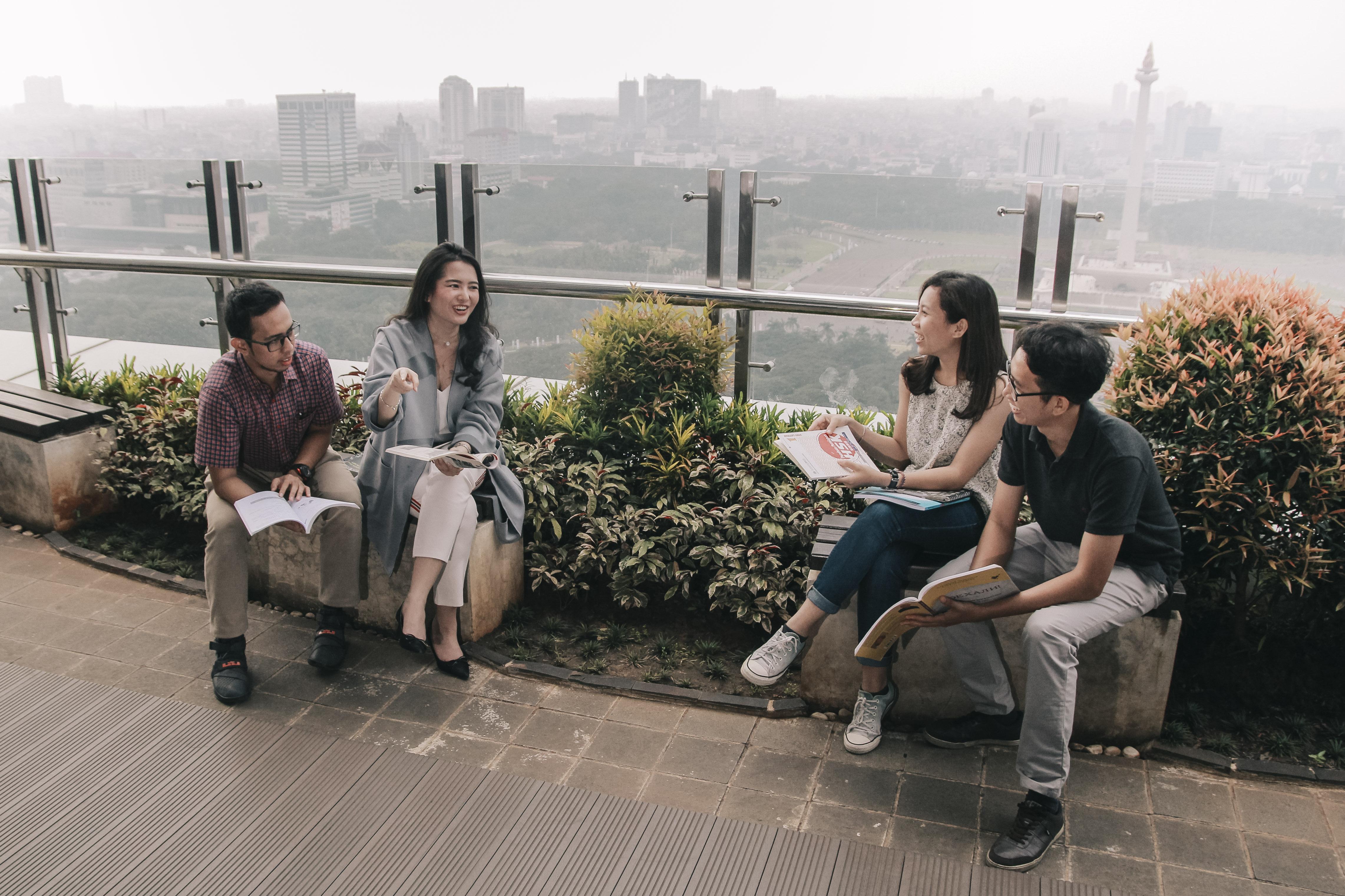 diskusi santai ruang bahasa