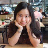 """Dikelas saya mendapat bimbingan yang membuat kita selalu ingin belajar dan didorong untuk berinteraksi menggunakan bahasa yang dipelajari"" - Delfina Chandean"